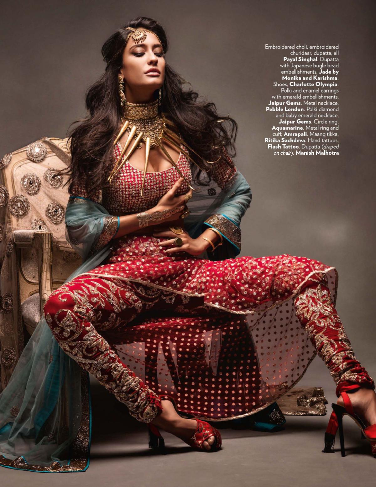 Traditionelle indische Kleidung neu in Szene gesetzt